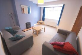 Double Bedrooms In Semi Detached House Next to Headingley Train Station *INC BILLS*