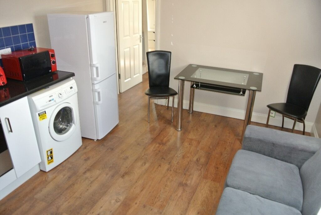 CL545-1. Top floor compact one bedroom flat in Cricklewood. Rent includes all utility bills and wifi