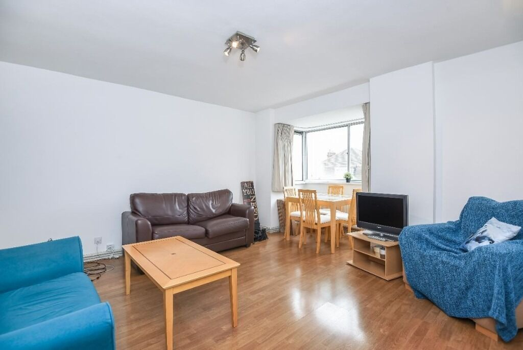 A lovely bright and spacious well proportioned one double bedroom flat.
