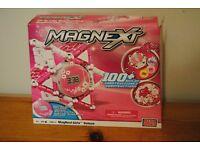 MagneXt pink clock set