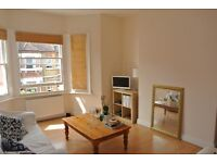 2 double bedroom split level top floor period apartment minutes from Oval underground station