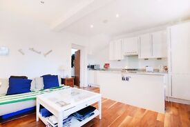 1 Bedroom Flat, Barclay Road, Fulham. Spacious. Private Roof Terrace.