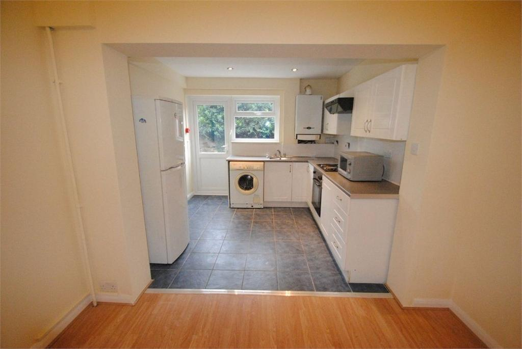 2 bedroom flat in Derby Avenue, North Finchey, N12