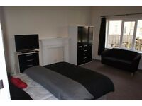 Shared 6 Bedroom Property: Rent £75 per week, Bond £150