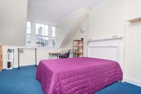 Double bedrooms for flat share in large, central 5 bedroom flat off the Royal Mile..!