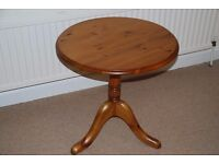 Pine Table (Round)
