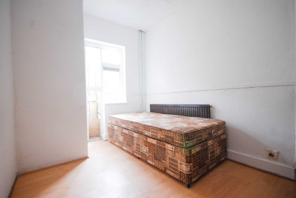 SHMP PROPERTY SERVICE OFFER FIVE BED ROOM HOUSE JUST FIVE MINUTES WALK TO LEYTON MIDLAND STATION E10