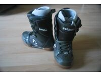 Womens Olive green snowboard boots size - uk 3
