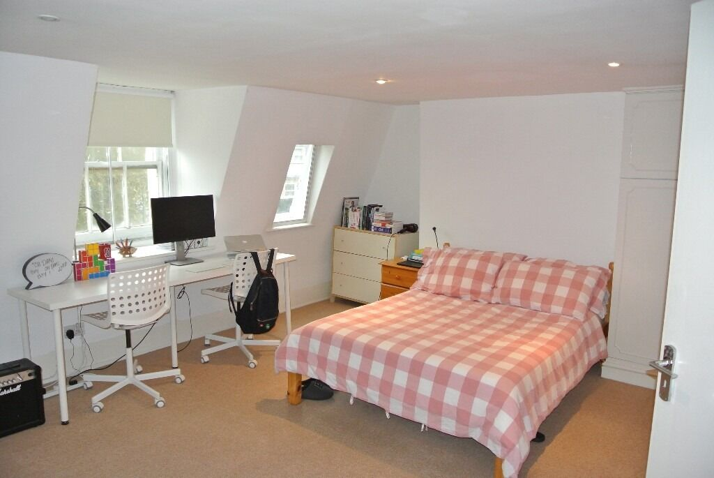 Top floor 2 double bedroom with communal garden and private ROOF TERRACE close to Waterloo