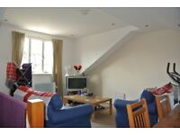 Large 3 double bedroom 2 bathroom split level flat close to Clapham North underground station