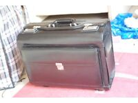 HIGH QUALITY BLACK LEATHER FLIGHT/DOCUMENT BAG WITH EXTENDABLE HANDLE AND WHEELS