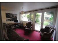SINGLE ROOM IN CALEDONIAN! FANTASTIC HOUSE WITH OWN GARDEN AND LIVING ROOM! LOW PRICE!! (5P)