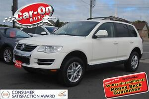2010 Volkswagen Touareg LEATHER & SUNROOF