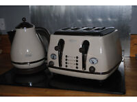Designer DeLonghi Kettle With Toaster in Baige