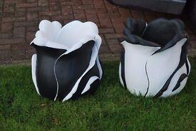 BLACK AND WHITE TULIP SHAPE GARDEN PLANTER / POT DECORATIVE ORNAMENT