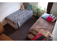 Room for 2 GIRLS or COUPLE £73 x person all inclusive. 5min walking to Walthamstow central station