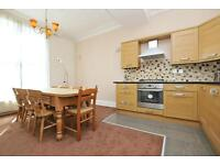 Ockendon Road, Split level, 3 bed flat, 2 bath, large kitchen diner and seperate living space!