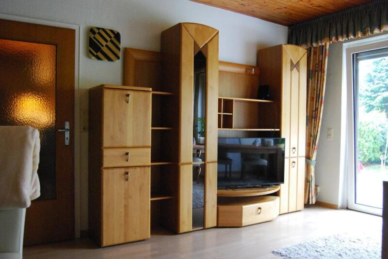 klassischer wohnzimmerschrank wohnwand sehr guter zustand in niedersachsen braunschweig. Black Bedroom Furniture Sets. Home Design Ideas