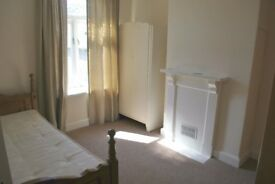 Lower Cathedral Road - 1 Bedroom House - Available 14th November