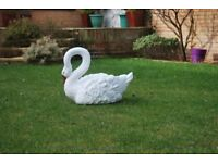 UNIQUE SWAN GARDEN PLANTER/ POT DECORATIVE ORNAMENT AVAILABLE IN WHITE & BLACK **SEE PICTURES**