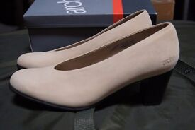 Arche Milo Lina Court Shoe in Nubuck Leather