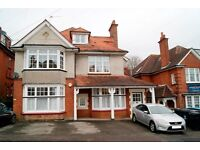 1 DOG CONSIDERED UNFURNISHED 2 DOUBLE BEDROOM TOP FLOOR FLAT WITH PARKING AND GARDEN IN ALUM CHINE