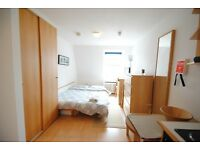 Bright studio flat on Penywern Road, 1 min away from Earl's Court station