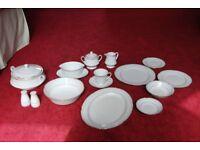Noritake dinner set and tea set (Equator) - complete