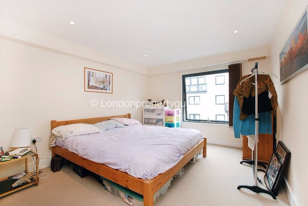modern 2 bed/ 2bath apartment in Raynes Park, SW20