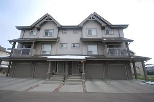 3 bedroom 2.5 bathroom townhouse Available