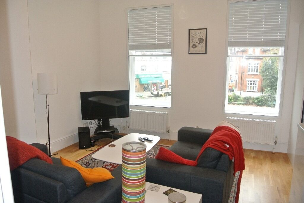 1 Double bedroom 1st floor period conversion apartment Close to Lambeth North and Waterloo