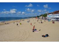 Beautiful 4-Star Apartment, In Highcliffe, Dorset England. In Walking Distance of Beach and Town.
