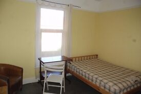 Large double room Talbot Road Clean and Quiet House Includes all bills
