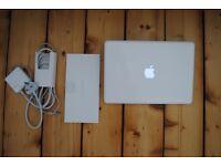 Apple MacBook A1342 Unibody white - 13-inch 2010 - laptop 2.4GHz 4GB RAM 250GB HD -exc condition