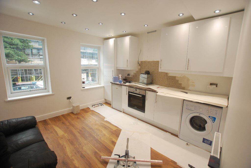 A STUNNING BRAND NEWLY REFURBISHED 2 BEDROOM FLAT WITH A PRIVATE TERRACE