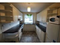 2 bedroom maisonette located in theis residential area - spacious property - bright throughout