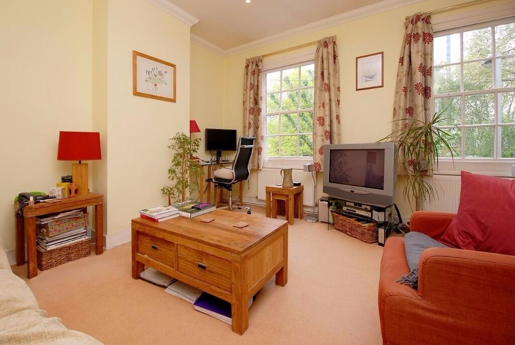 Spacious split-level maisonette 3 dbl bed, located close to amenities of Battersea Pk.Burns Rd SW11