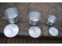 3 size cooking pots with lids and carrying handals