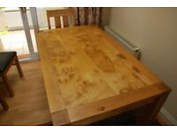 Fantastic Oak Dining Table and 4 Chairs.