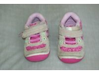 Girl shoes size 3.5