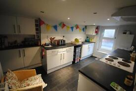 4 bedrooms in 16 Grimthorpe Terrace, Leeds, LS6 3JS