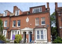 Located close to Ladywell station is this 2 bedroom ground floor flat with its own rear garden.