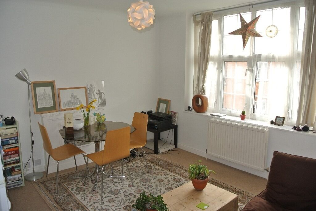 2 double bedroom apartment with communal gardens only minutes from Streatham hill Station