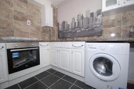 3 bedroom flat in Sherborne Avenue, Enfield