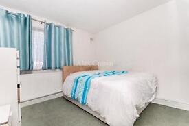 3 bedroom flat in Dalmeny Avenue, Holloway