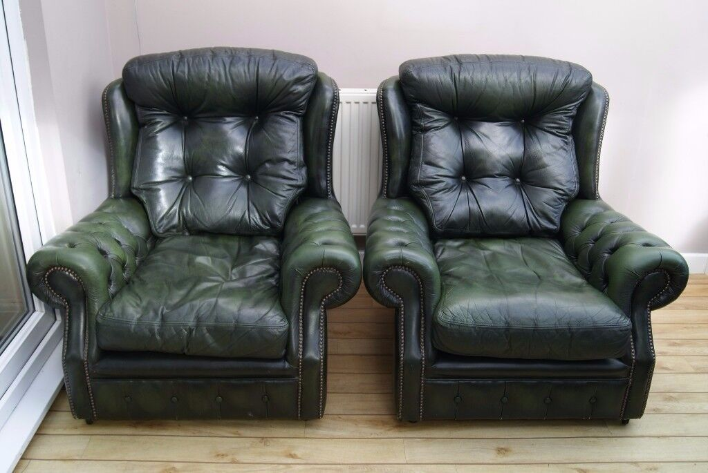 PAIR OF STYLISH GREEN LEATHER CHESTERFIELD WING BACK ARMCHAIRS