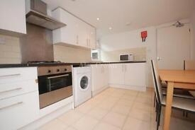 3 bedroom flat in Salterton Road, Holloway
