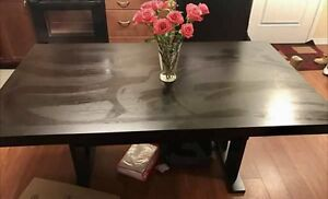 Great condition dining room table