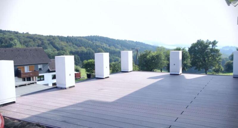 Sofort nach der Verlegung ist die Terrasse begehbar. Weitere Informationen finden Sie in unserem casando Ratgeber.