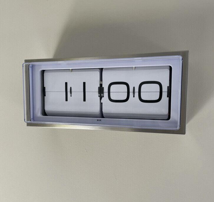 LEFF Brick Clock